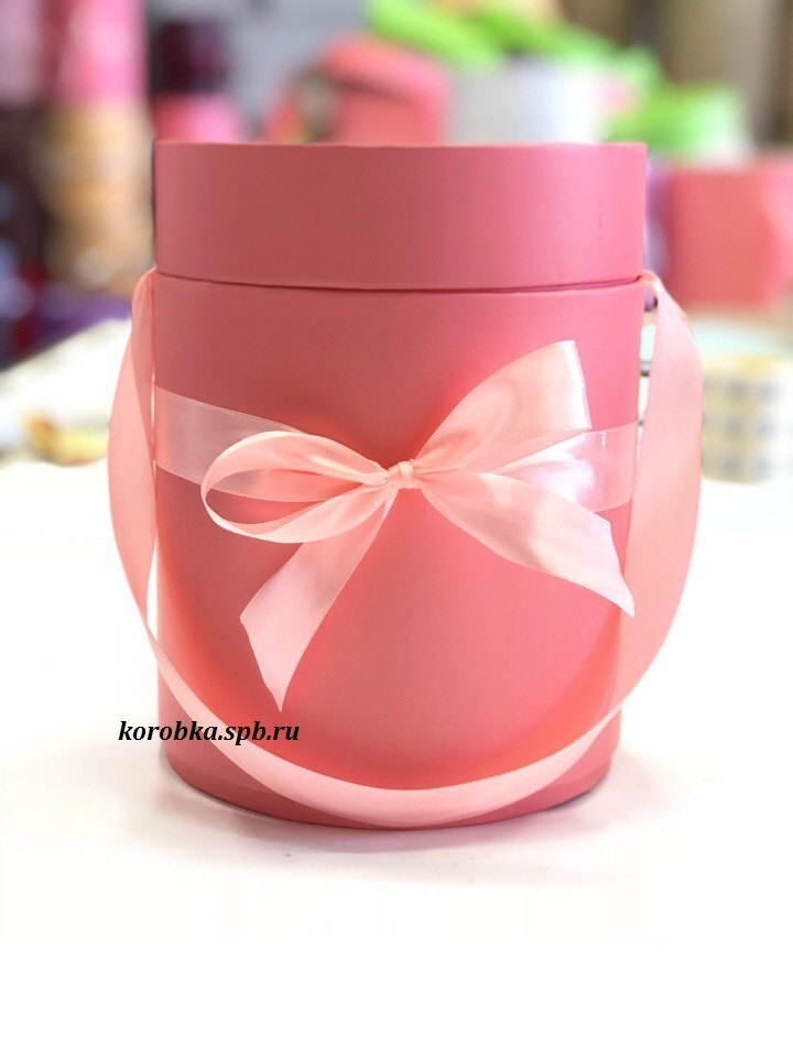 Шляпная коробка D 16 см .Цвет: розовый . Розница 300 рублей.