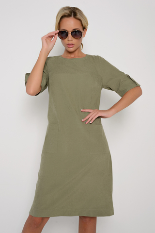 <p>Современное платье для любительниц строгих, но ярких образов. Накладные карманы, по бокам разрезы. (Длины: 46р-98,48р-99,50р-100,52р-101).</p>