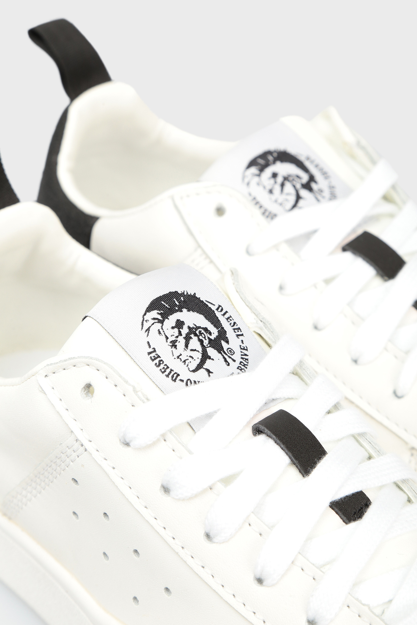 Женские белые кожаные сникеры H1527 Diesel