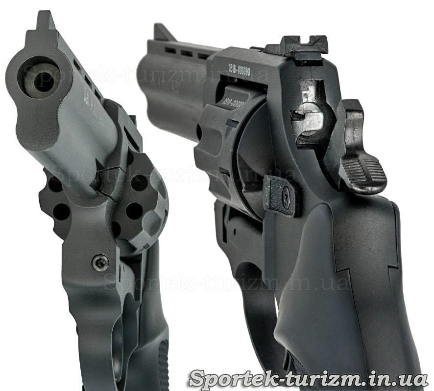 Вид на ствол и затвор черного револьвера Сталкер под патрон флобера 4мм