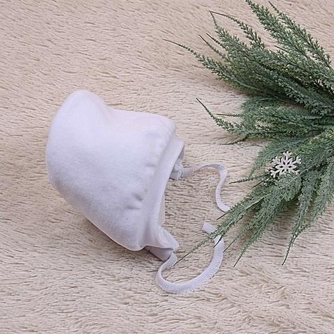 Зимняя велюровая шапочка на махре Cool (белая)
