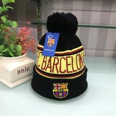 Вязаная шапка с помпоном и с логотипом ФК Барселона (Barcelona) черная