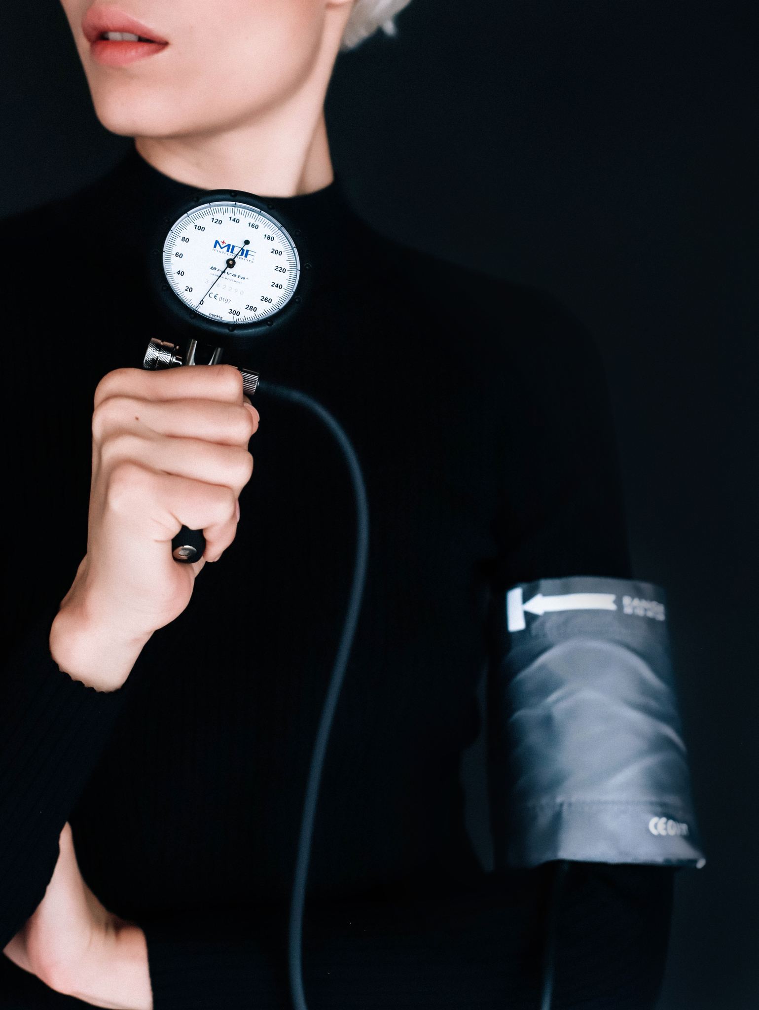 Профессиональный измеритель артериального давления (светло-серого цвета)