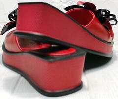 Красные шлепанцы босоножки женские на танкетке Derem 042-921-02 Red Black.