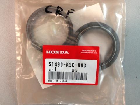 Сальник и пыльник передней вилки HONDA 51490-KSC-003 (47x58x10 / 47x58.5x5/11)