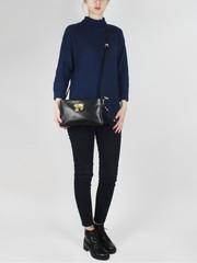 Сумка-клатч черного цвета с эффектной вышивкой