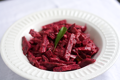 https://static-sl.insales.ru/images/products/1/3481/16485785/beetroot_curry.png
