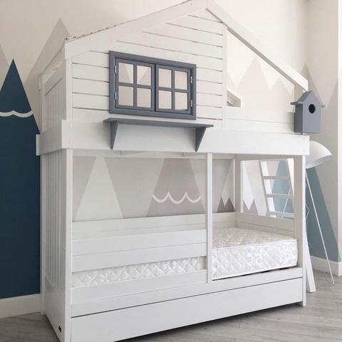 Двухъярусная кровать-домик для мальчиков