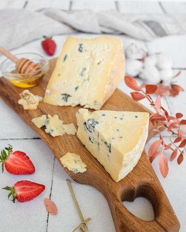 Сыр Джерси Блю с голубой плесенью, кг