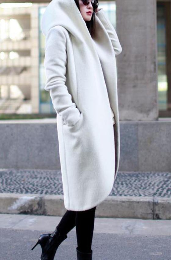 Женское пальто с объемным капюшоном «EFUR»