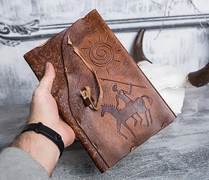 BY01-06-01 Кожаный подарочный блокнот «Будь на коне» с застежкой - клыком (А5) фото 03