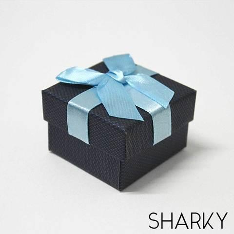Подарочная коробочка с синим бантом