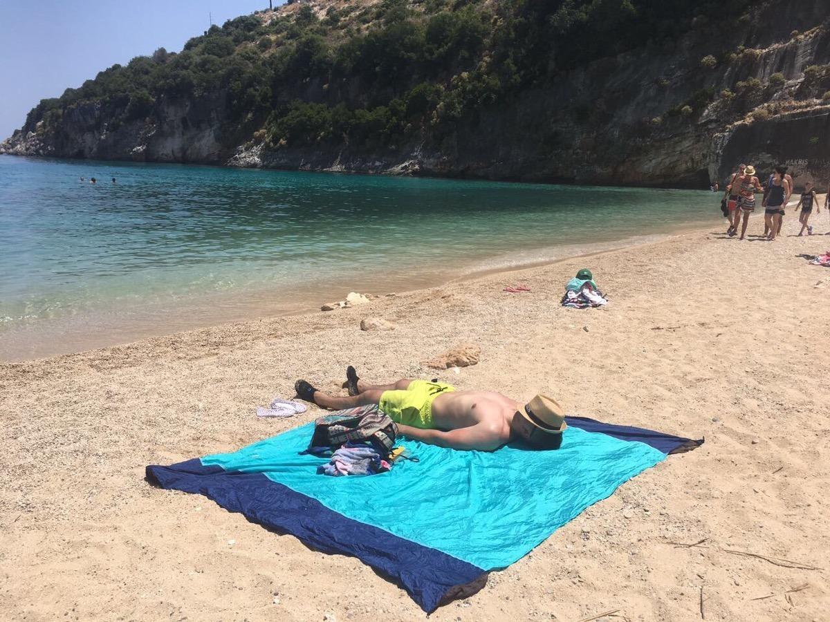 Пан Левинский потчует в Греции