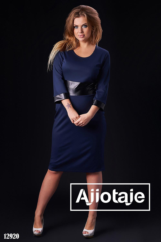 Платье темно-синего цвета с вставками кожи