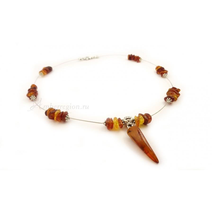 Янтарное ожерелье с кулоном