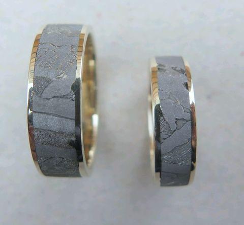 Обручальные кольца из метеорита Сеймчан с золотом