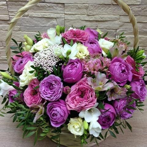 № 55. Стильная корзина с пионовидными розами.