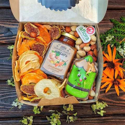 Фотография Подарочный набор с Орехами, Чипсами и Зеленым карандашом. купить в магазине Афлора