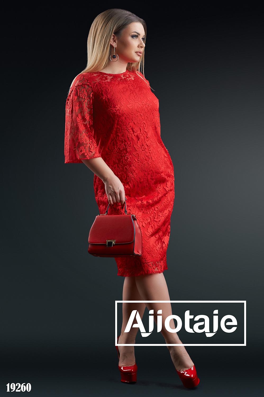 Элегантное платье с фактурной вышивкой
