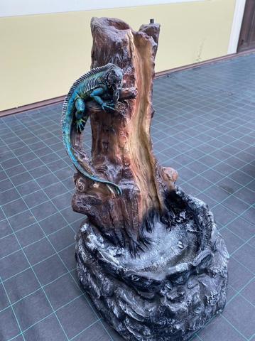 Фонтан Игуана на дереве