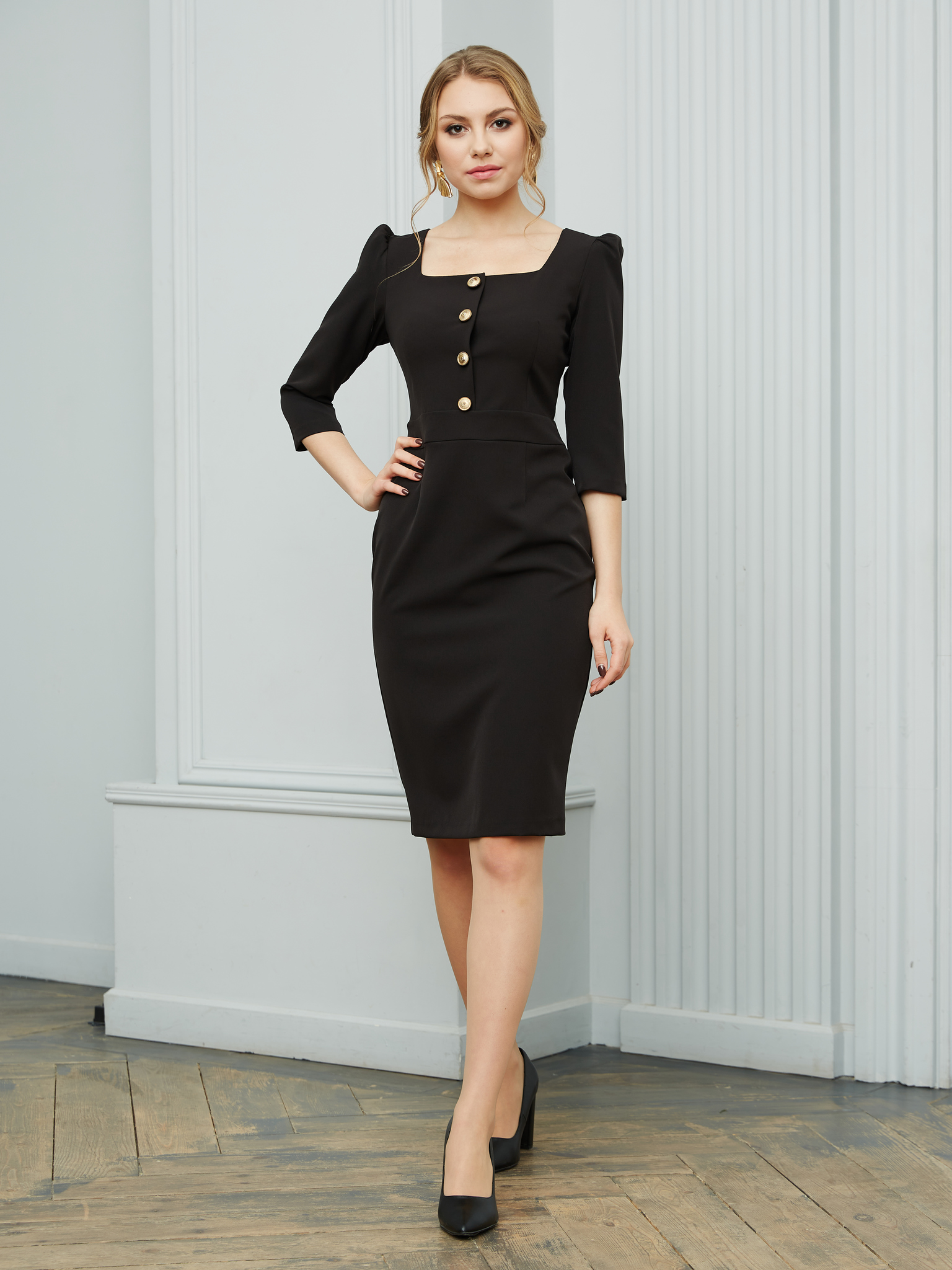 Офисное платье с квадратным вырезом (черный)