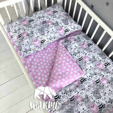 Дитяча постіль з рожевими котами фото