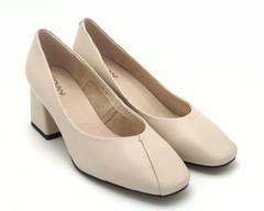 Бежевые туфли из натуральной кожи на трапецевидном каблуке