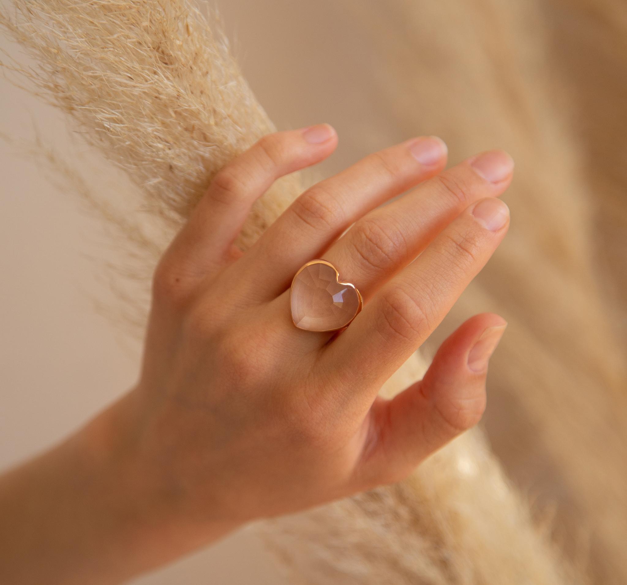 Кольцо-сердце из хрусталя ступенчатой огранки в позолоте от SECRETS