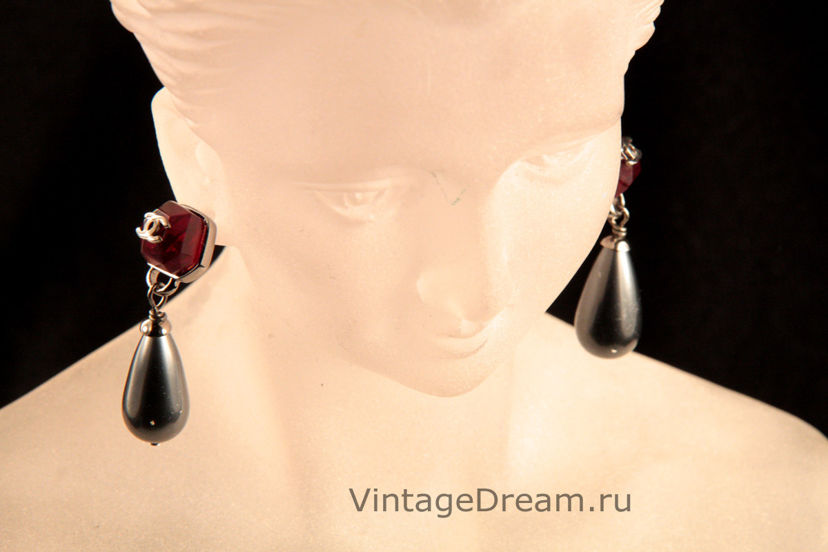 Elegant earrings with Gripoix glass and gray pearls by Chanel