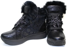 Модные зимние кроссовки женские