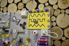 Бизиборд стандарт 50х65 см с ксилофоном и счетами универсальный