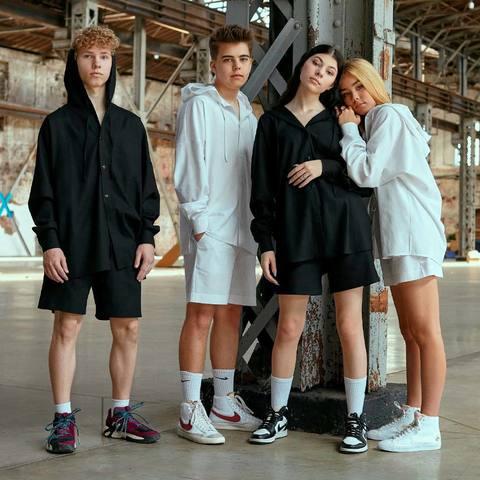 Підлітковий костюм з льону з шортами для дівчинки в чорному кольорі