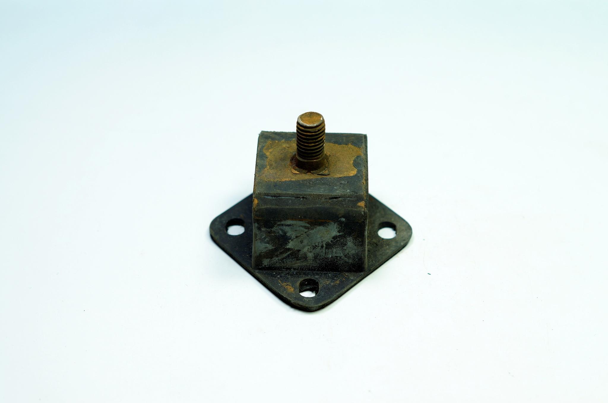 Подушки двигателя передней опоры на газ 69