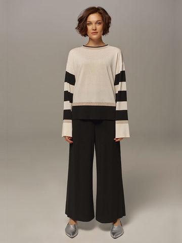 Женский джемпер белого цвета с контрастными черными вставками - фото 4