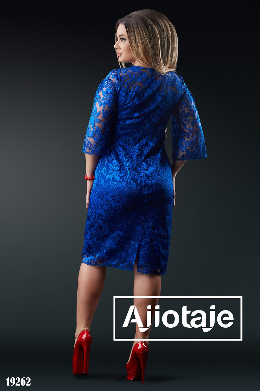 Платье цвета электрик с фактурной вышивкой
