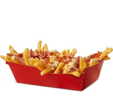 Картопля фрі з сирним соусом та беконом