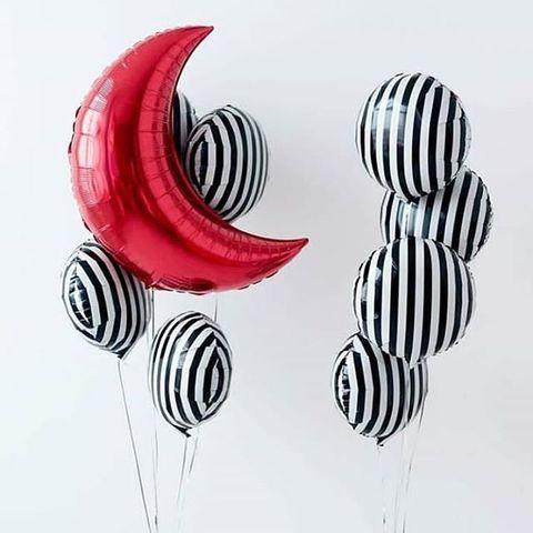 Сет полосатых шаров с красным месяцем