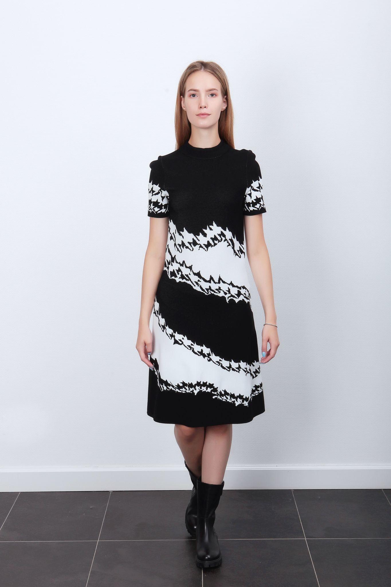 Marc Cain  Платье с неровными полосами
