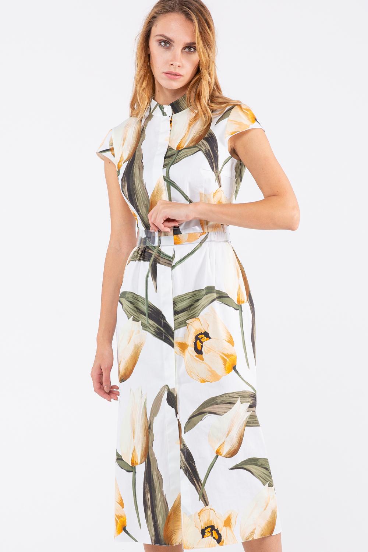 Платье З458-353 - Позитивное легкое яркое платье. Белый фон платья украшает  флористический принт в виде крупных распустившихся желтых тюльпанов. Превосходное решение для лета.Прямое платье полуприлегающего силуэта слегка расширяется к низу. Платье длины миди – это особое сочетание лаконичной строгости и женственности. Достоинство модели в том, что подобное платье подходит женщинам  с любым типом фигуры.Лаконичный воротник-стойка переходит в планку с потайным рядом пуговиц.  Короткий втачной рукав. Линия талии подчеркнута поясом.Платье выполнено из хлопчатобумажной ткани – одной из самых приятных, лёгких, дышащих  натуральных тканей.Платье с цветочным принтом — великолепный лук для создания лёгких и женственных и в то же время стильных летних образов.