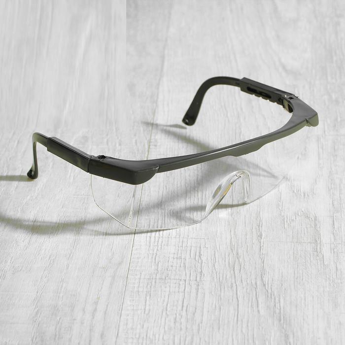 Очки для мастера с черной оправой