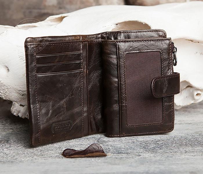 WL257-3 Вместительное мужское портмоне коричневого цвета на застежке фото 03