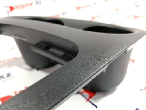 Накладка облицовки туннеля пола с глубокими подстаканниками Лада Веста