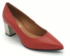 Красные кожаные туфли декоративным каблуком