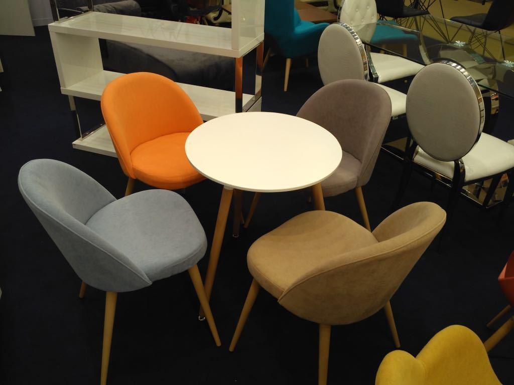 Стол ESF DT-902 белый и стулья ESF DC373 в разных цветах