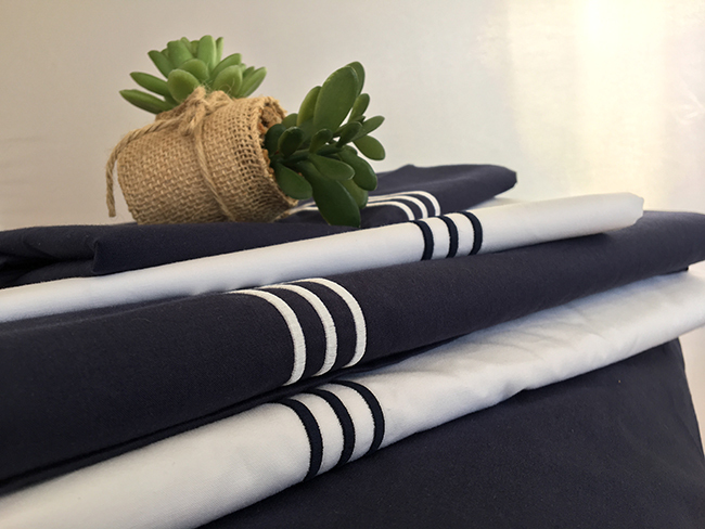 Santorini light/medium quilt /double blue navy