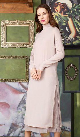 Фото бежевое трикотажное платье с высоким воротником и боковыми разрезами - Платье З305а-656 (1)