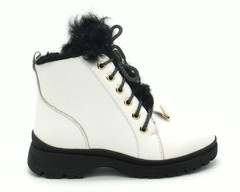 Белые кожаные зимние ботинки со шнуровкой