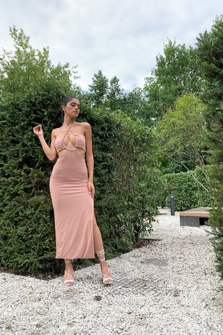 Платье миди в рубчик миндального цвета