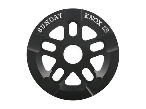 Звезда Sunday Knox