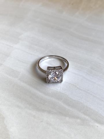 Кольцо Бонарт с прозрачными цирконами, серебряный цвет